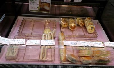 カフェ・デ・パン ファータ(FARTA) 沖縄小禄店の店内雰囲気3