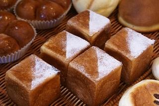 ボンジュールの四角いクリームパン