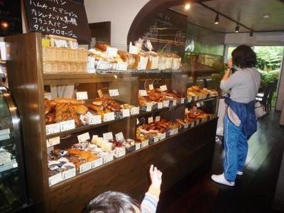 パリのパン屋さんボンジュールのパンコーナー
