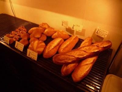 パリのパン屋さんボンジュールのパンコーナー2