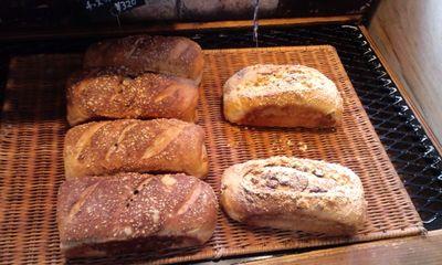 パリのパン屋さんボンジュール本店の店内雰囲気12