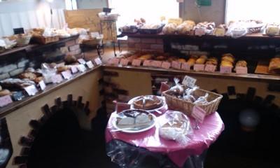 パリのパン屋さんボンジュール本店の店内雰囲気1
