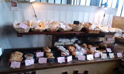 パリのパン屋さんボンジュール本店の店内雰囲気2