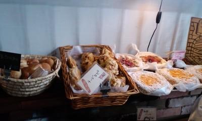 パリのパン屋さんボンジュール本店の店内雰囲気7