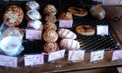 パリのパン屋さんボンジュール本店の店内雰囲気8