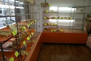 かめしまパン 若狭店のパンコーナー