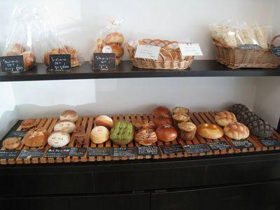 宇地泊製パン所 スーリール(sourire)のパンコーナー その1
