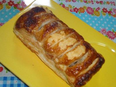 焼き立てパン工房「パンファクトリー さんと・のれ」のパイ生地がサクサクで美味しい田芋パイ