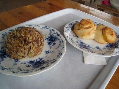 手作り天然酵母パン ブロンジェリーカフェ ヤマシタの「アップルカスター」と「コーヒーメロンパン」